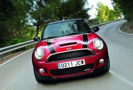 Mini John Cooper Works Cabrio и Mini One Clubman представлены официально