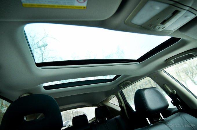В крыше тестовой машины два открывающихся люка.