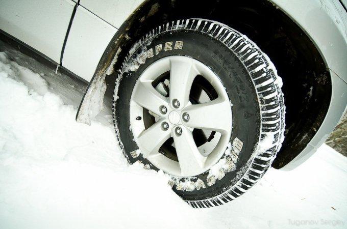 Зимние шины Сooper Discoverer для автомобилей класса SUV (4х4) американской компании Сooper невыносимы на укатанном льду и снегу, с сильной натяжкой приемлемы на асфальте и уместны на рыхлом снегу…