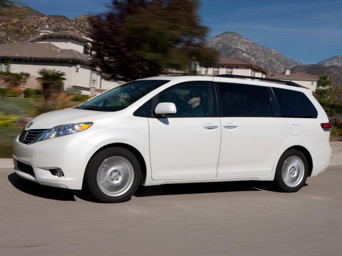 Toyota Sienna 2012: Летучий корабль