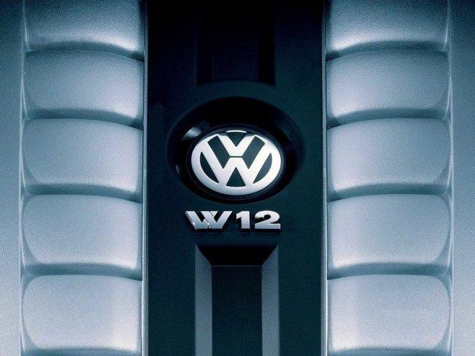 Бензиновый W12 был мало популярен, да и покупка такого чудовища выглядит весьма сомнительным мероприятием.