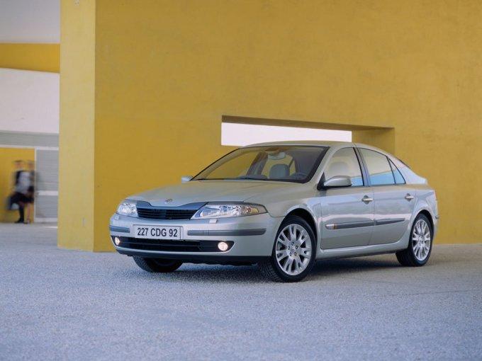 Renault Laguna II хэтчбек, фаза 1, то есть дорестайлинговая версия выпускавшаяся до 2005 г.