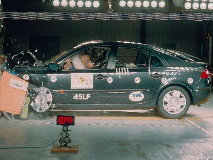 Renault Laguna II показала прекрасный результат краш-теста безопасности автомобиля по EuroNCap – 5 звезд.