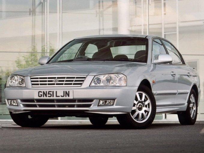 Kia Magentis 2001-2003. Дорестайлинговая версия имела вот такие неброские фары, напоминающие Hyundai Accent
