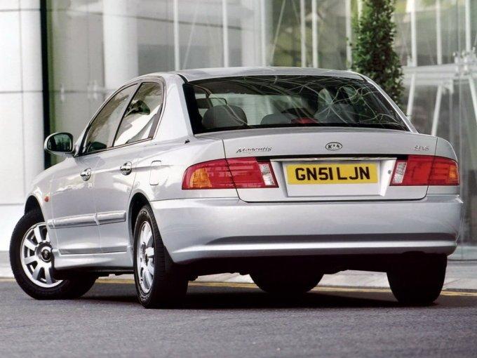 Kia Magentis 2001-2003. Сзади тоже сильно отличается от своей сестренки Hyundai Sonata