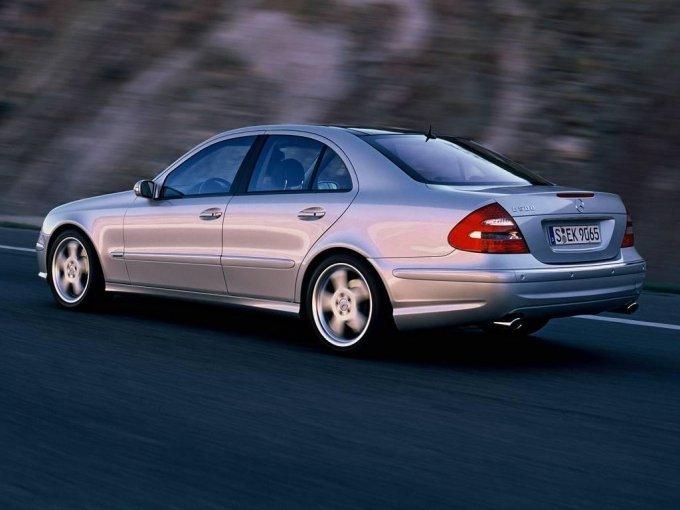 Mercedes-Benz E500 – сочетание спортивной динамики и комфорта лайнера