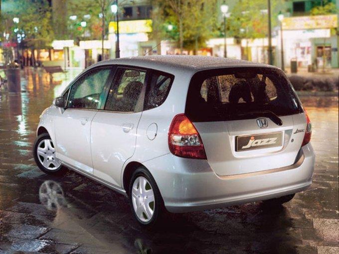 Honda Jazz считается хэтчбеком, хотя очень смахивает на миниатюрный универсал