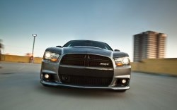 Dodge Charger SRT8: Силач