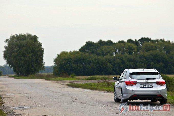 Разбитые дороги Рязанской области с ямами и волнами автомобиль упруго проходил даже на относительно высокой, для такого покрытия, скорости в 80-90 км/ч