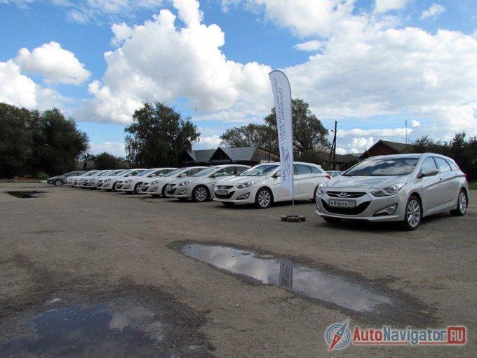 Караван состоял из десятка седанов (c бензиновыми моторами 2.0 и шестиступенчатыми «автоматами») и трех универсалов Hyundai i40 Wagon, один из которых был с дизелем 1.7 CRDi