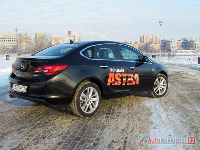 В случае с Opel Astra рестайлинг уже два поколения подряд приносит еще и трехобъемный тип кузова