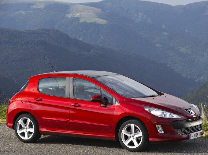 Peugeot 308 – модель сегмента C (гольф-класса). Она начала собственный путь в 2008 году, как преемник Peugeot 307, разделив платформу с родственным Citroen C4