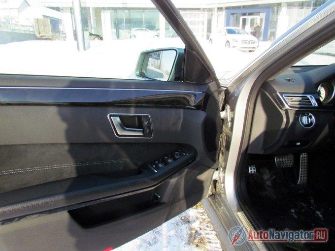 А вот привычной для «Мерседеса» регулировки сидений на двери в тестовом автомобиле не было