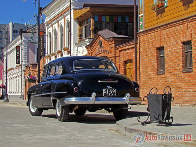 Это первая представительская модель Горьковского автозавода. Разумеется, подобный автомобиль, в первую очередь, предназначался для партийной элиты, причем рангом выше среднего