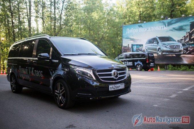 Тестовый Mercedes-Benz V250 оказался в «заряженной» комплектации Edition 1 со всем набором вышеперечисленных опций. Внешне такой автомобиль отличают большие, двухцветные колесные диски, рейлинги для багажника сверху и «трехлучевая звезда» с интегрированным радаром