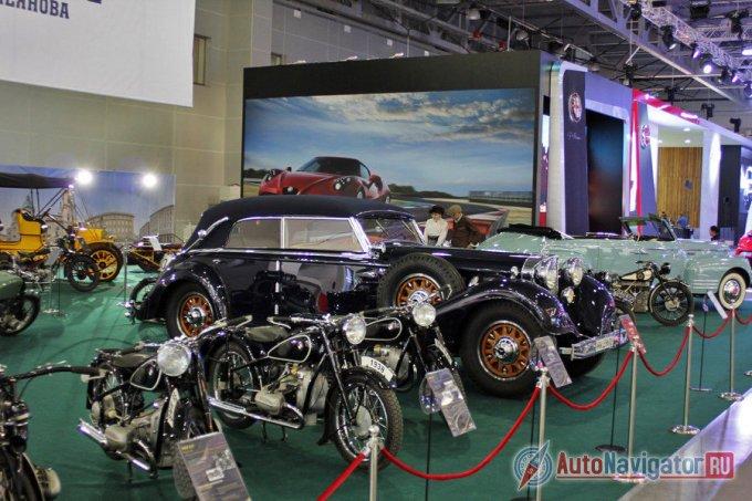 Эту модель производили восемь лет – с 1930 по 1938 годы. За это время с завода сошло 117 «Мерседесов» под заводским индексом W07, а четырехдверных модификаций с мягким верхом и вовсе было сделано всего пять экземпляров, один из которых выставляется на Московском автосалоне этого года