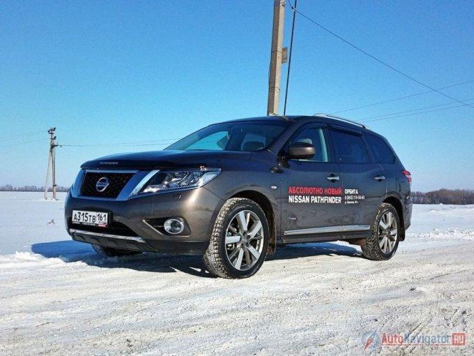 Четвертая генерация Nissan Pathfinder выглядит менее брутально, нежели третья