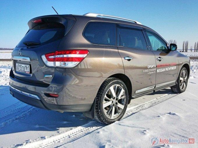 Nissan Pathfinder – особенно гибридный – станет хорошим выбором для большой и дружной семьи, члены которой не относятся с предубеждением к российской сборке, любят дальние поездки, ценят комфорт и умеют считать деньги