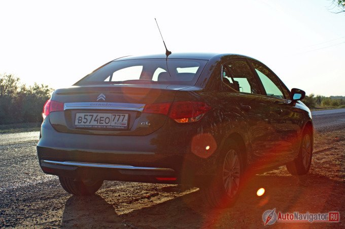 Шасси Citroen C4 Sedan благосклонно относится как к плохому асфальту, так и к грунтовке