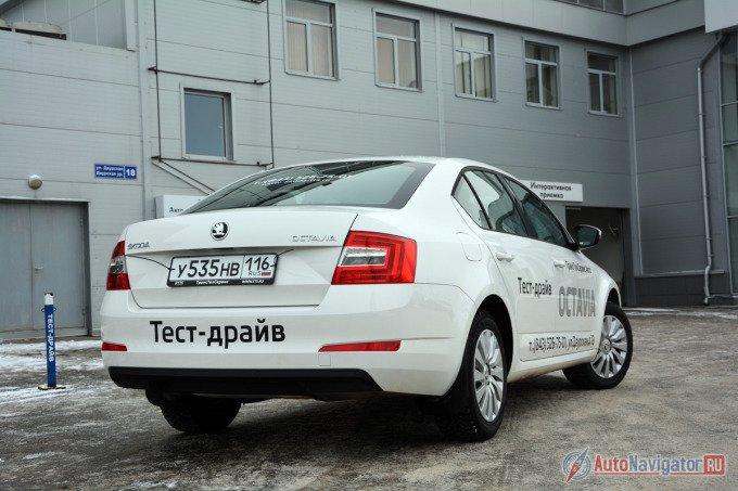 По итогам 2014-го в России Octavia вырвалась в лидеры класса, прибавив за прошлый год фантастические 158%. В абсолютных цифрах это эквивалентно 35292 проданным экземплярам на фоне 13663 – в 2013 (продажи стартовали 1 июня 2013). Российский рынок Skoda Octavia A7 открывала исключительно турбомоторами. На заре продаж нового поколения потенциальным клиентам чехи предлагали три бензиновых и один дизельный двигатель