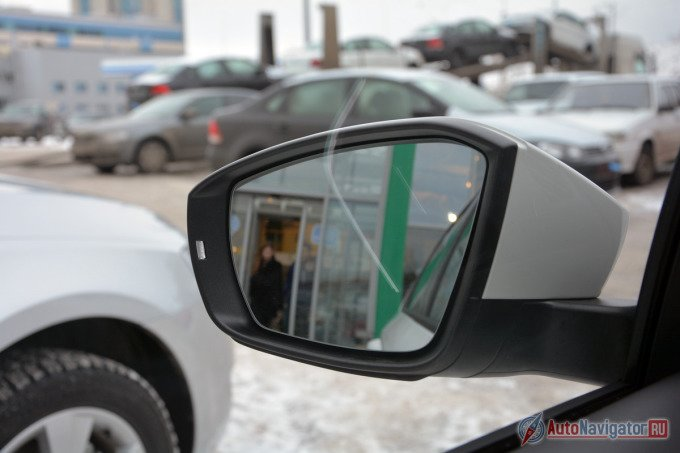 Наружные зеркала предлагают хороший обзор, но создают сильный шум на больших скоростях