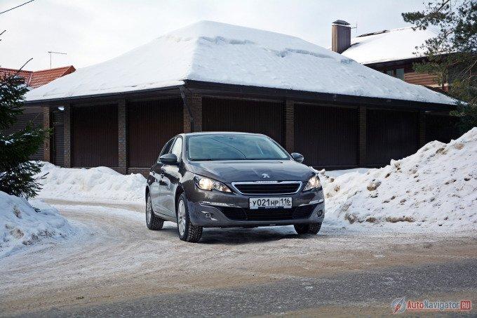 Новый Peugeot 308 сделан в стилистике моделей 208 и 508. Однако однозначно идентифицировать французское происхождение нелегко. Конечно, не гражданин мира, но однозначно подданный объединенной Европы