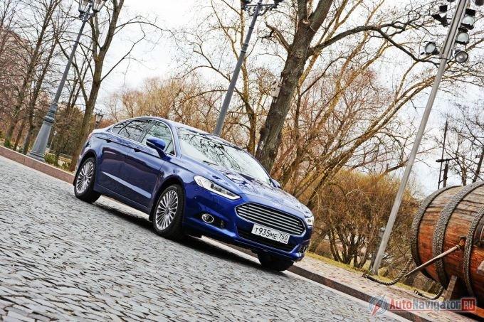 В эпизоде относительно свежей серии «Казино-Рояль», Джеймс Бонд прокатился на Ford Mondeo предыдущего поколения