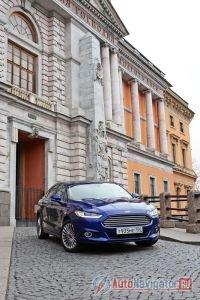 Архитектура Санкт-Петербурга идеально подходит как для съемки автомобиля, так и для фильма, например, «Бондианы»
