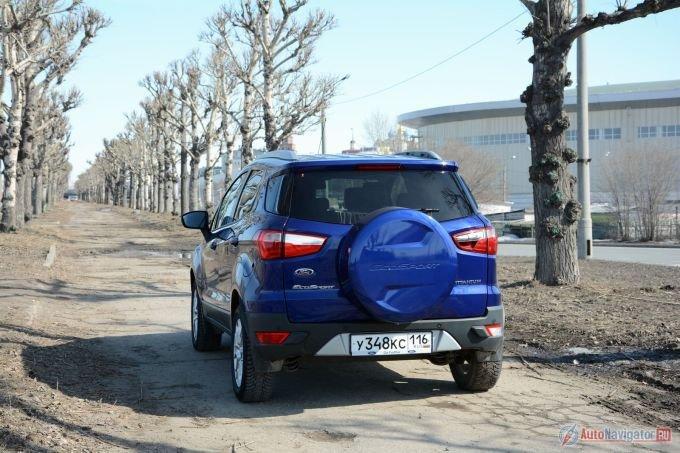 Сегодня Ford EcoSport предлагают по цене от 699 тысяч. И тоже со «звездочкой», потому что это по-прежнему стоимость базовой машины после суммирования всех бонусных предложений. Без них прайс на автомобиль стартует с 939 000 рублей