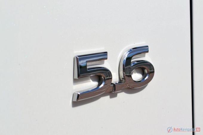 5,6 – это объемом двигателя в литрах. До 2014 года, после которого все внедорожники и кроссоверы получили индекс QX, нынешний QX80 назывался QX56. Тогда цифры в названии обозначали именно объем мотора, теперь числовой индекс не привязан к чему-то конкретному, а просто обозначает размер автомобиля. Чем больше число, тем больше автомобиль