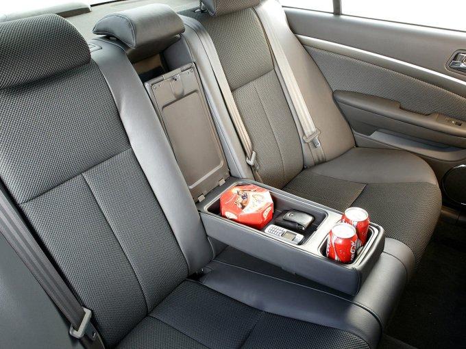Простор на втором ряду сидений свидетельствует о принадлежности автомобиля к D-классу