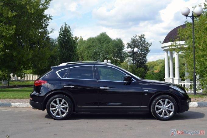 Длиннокапотный профиль всегда смотрится спортивно и стремительно. Вспомните BMW Z4, тот же QX70 (бывший FX)