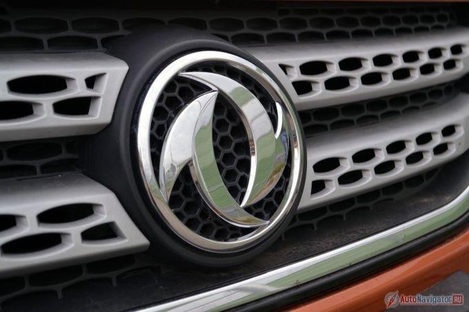 В эмблеме компании, хорошо знакомой в России по грузовикам и коммерческому транспорту, при желании можно увидеть некоторые сходства с символом инь-янь
