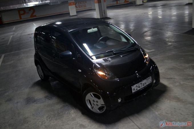 На старте продаж i-MIEV стоил под два миллиона. Что-то около 1800000 рублей, потом стал стоить 1,5 миллиона, теперь и вовсе миллион без тысячи. И это при том, что все остальные автомобили только дорожали