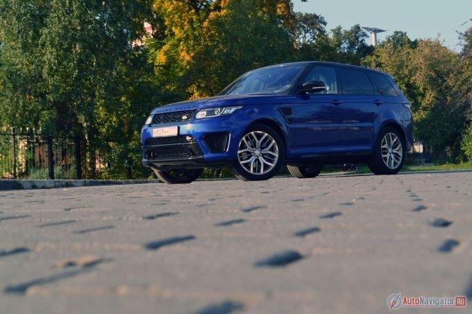 Range Rover Sport SVR – это самый быстрый Land Rover за всю историю марки. Разгон до сотни занимает всего 4,7 секунды. Максимальная скорость – 260 км/ч