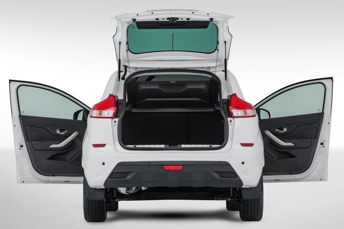 Максимальный объем багажного отделения (со сложенными задними сиденьями) - 1207 литров
