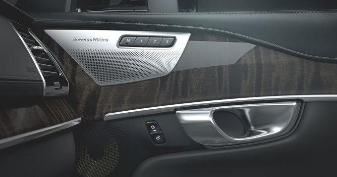 За дополнительную плату XC90 можно оснастить роскошной аудиосистемой Bowers and Wilkins