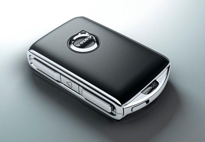 Ключ-брелок XC90 отличается оригинальной формой и отделкой из кожи