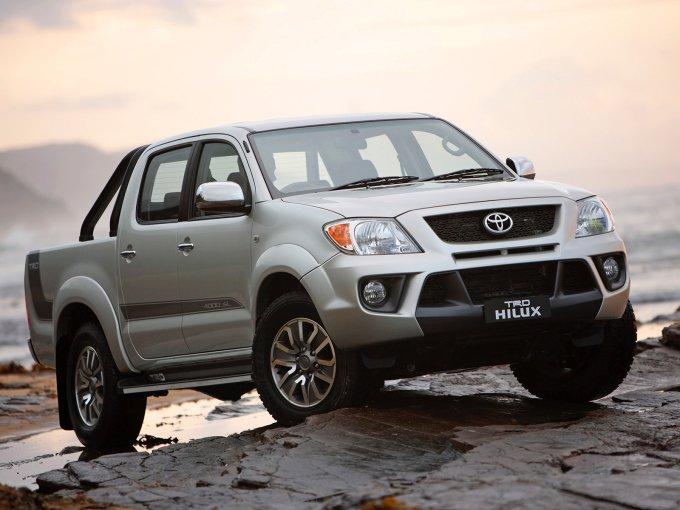 Toyota Hilux 2008-2010. В Россию Hilux попал лишь в своей 7-ой генерации и то после рестайлинга
