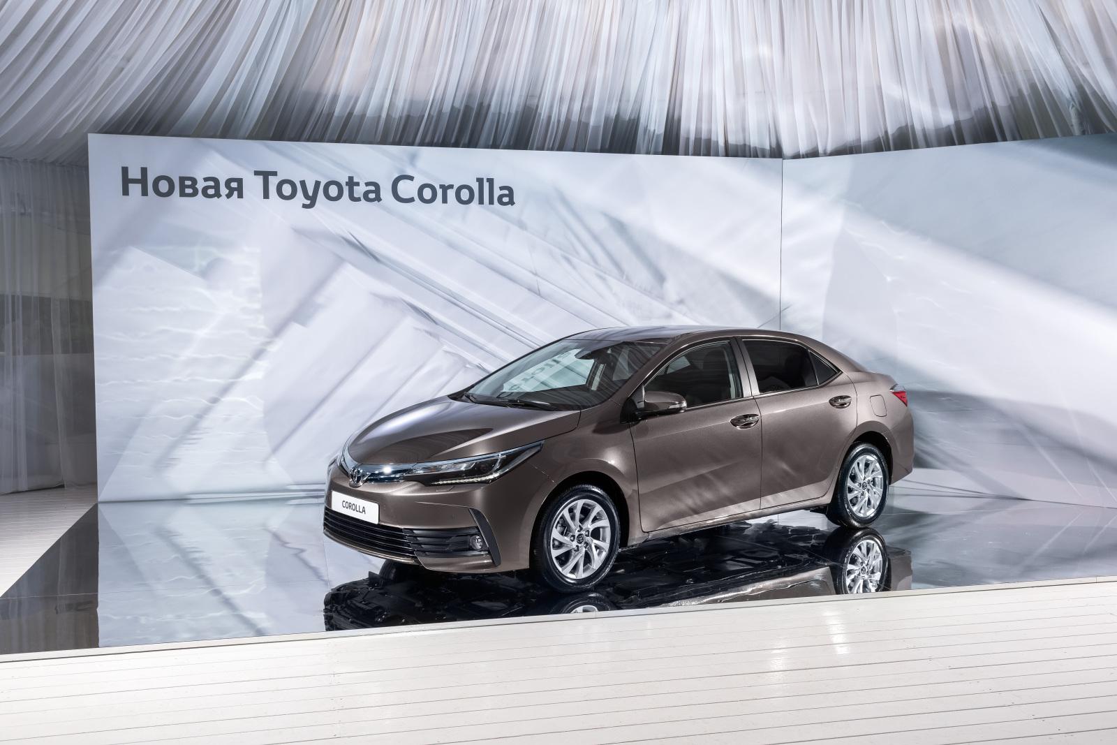 Передняя часть машины выполнена в стилистике фирменной дизайнерской концепции Advanced Premium и отличается светодиодными фарами