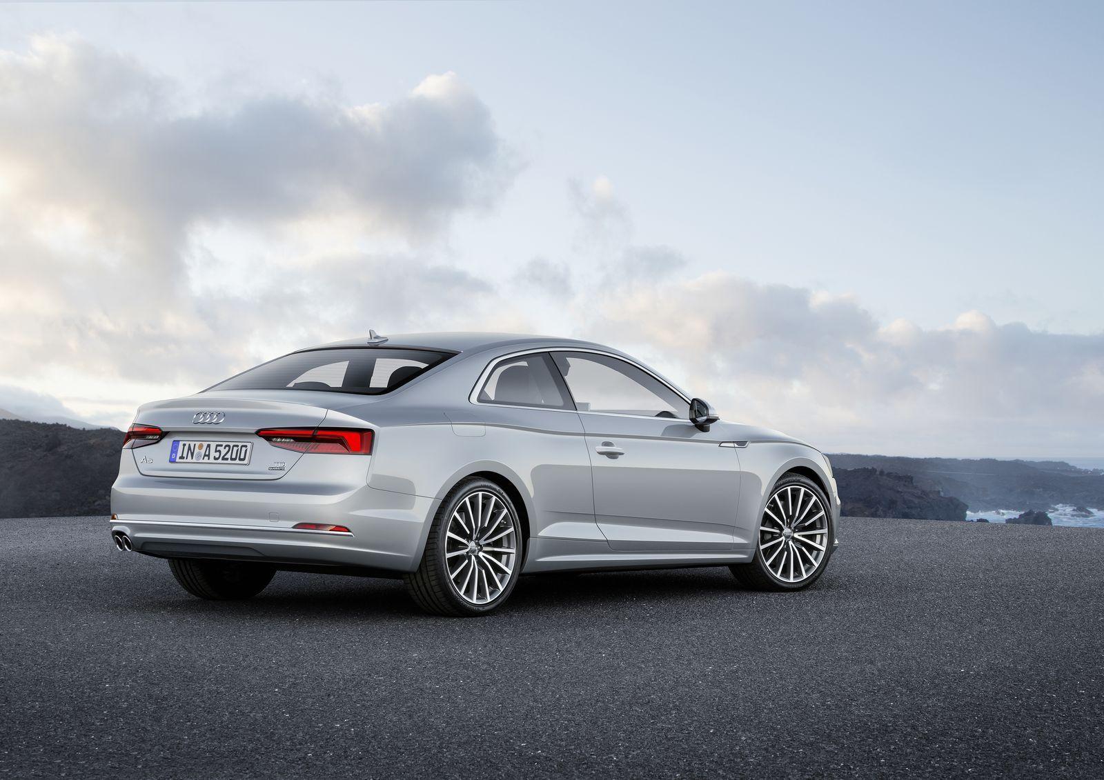 Задняя оптика и оформление двери багажника напоминает рестайлинговый Audi A8 и новый Audi A4