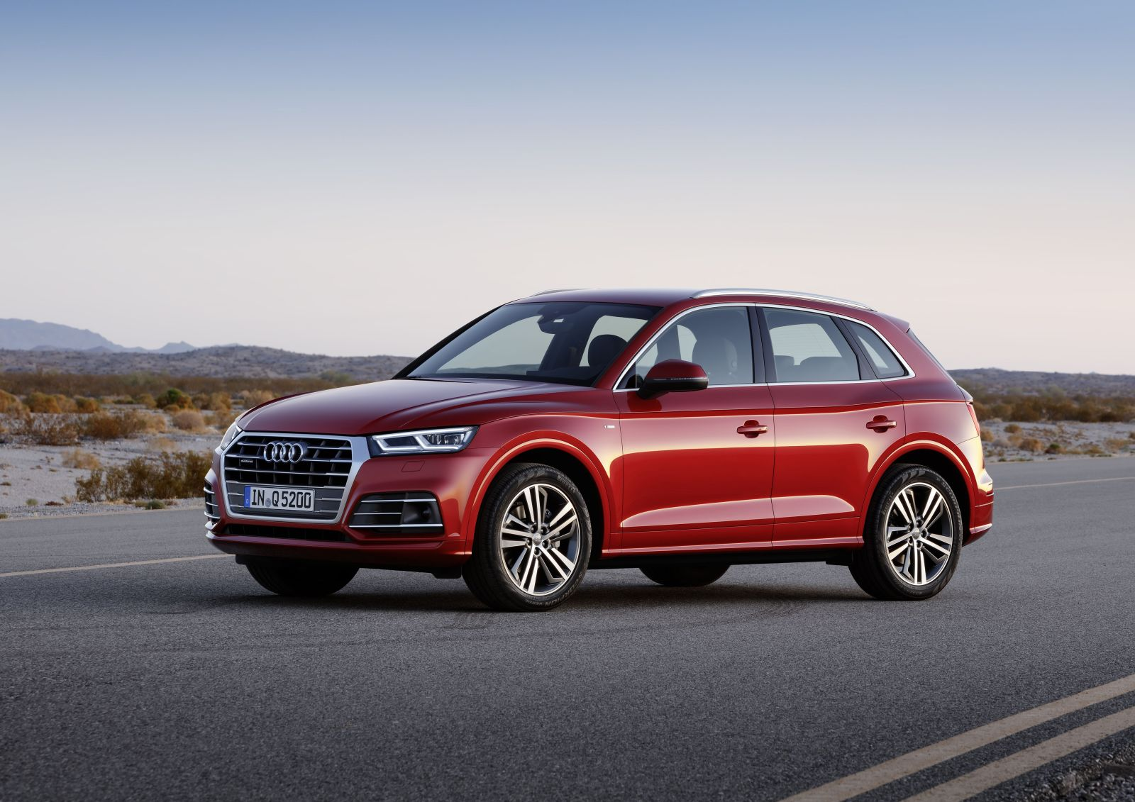 Премьера новейшего Audi Q5 состоялась на Парижском автосалоне 2016. На сегодняшний день из россиян эту машину пока видели единицы