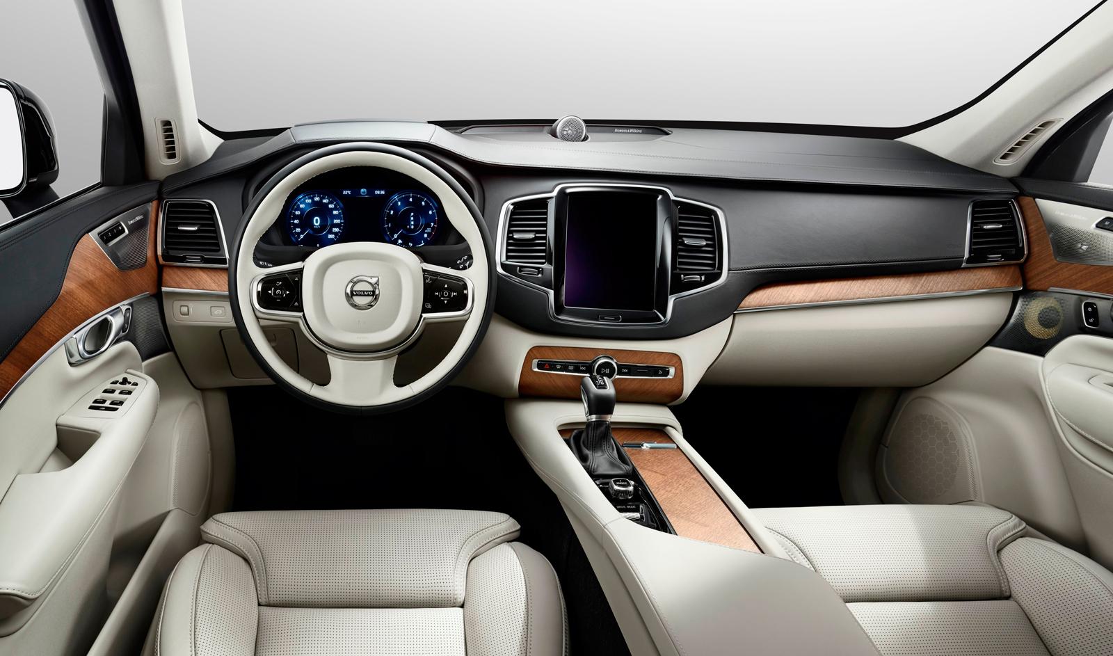 Volvo XC90 D5 Inscription: Гаджетмобиль
