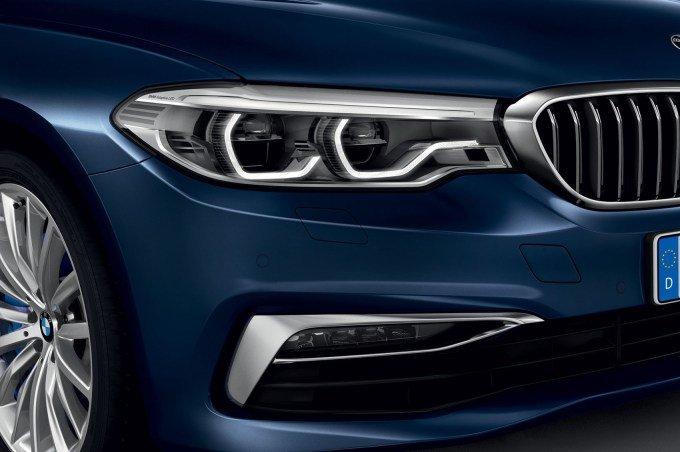 Опционально доступна адаптивная головная оптика с фирменной неослепляющей системой BMW Selective Beam
