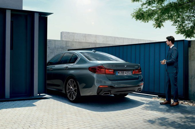Интеллектуальная система парковки способна поставить автомобиль на участке менее 6 метров в длину