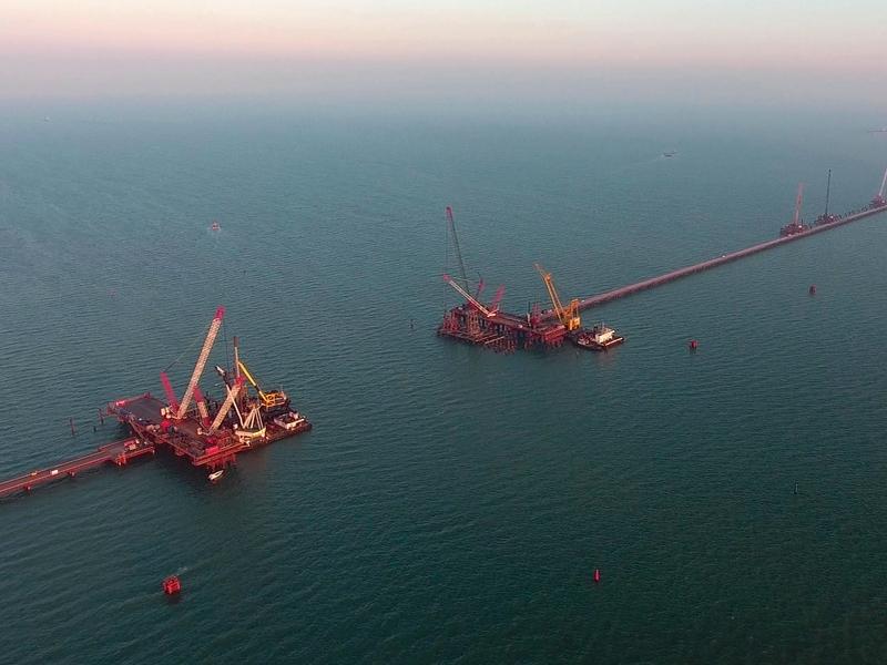Все опоры автомобильный части Керченского моста будут готовы в следующем году
