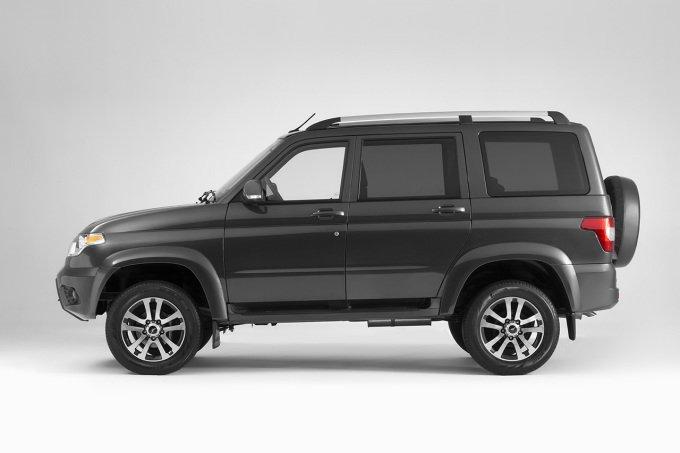 Обновленный «УАЗ ПАТРИОТ» представлен на рынке в семи цветовых решениях и четырех вариантах комплектаций