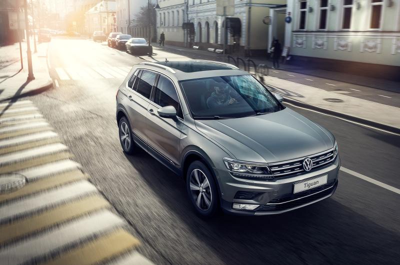 VW озвучил рублевые цены навсе комплектации кроссовера Tiguan