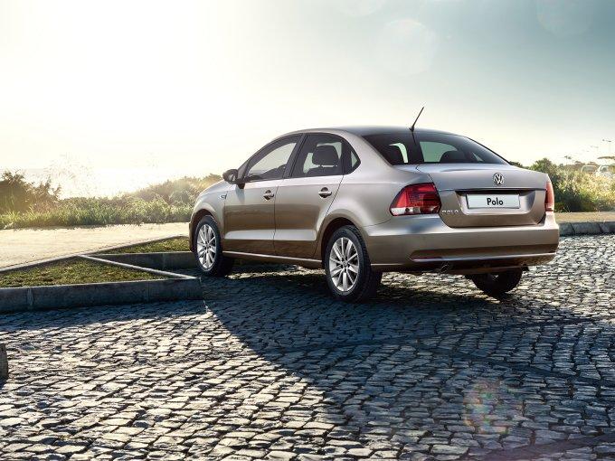 Volkswagen Polo Sedan 2015-. Задняя часть поменялась не так сильно. Ну и ладно, лишь бы фонари больше не трескались