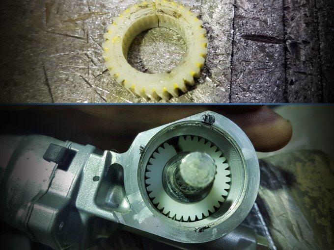 Отказ электропривода рулевой колонки говорит о том, что ненадежные пластиковые детали пора поменять